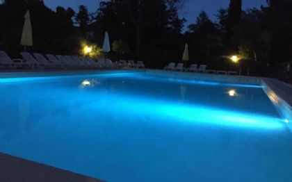 The Swimmingpool by night